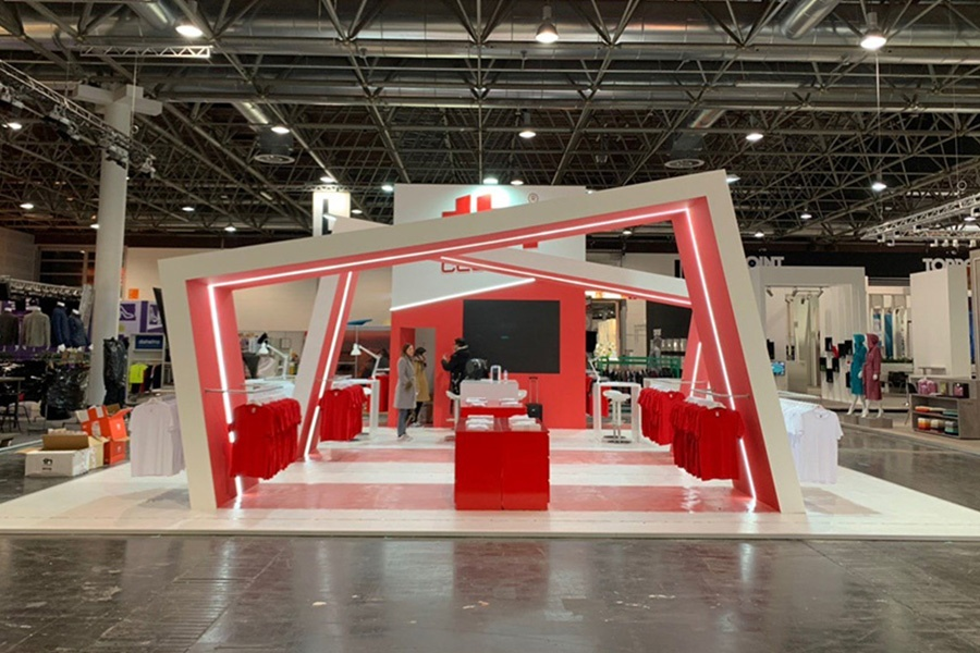 Stand TH Clothes / Biscana em PSI Düsseldorf 2020 - Atto Creative Solutions