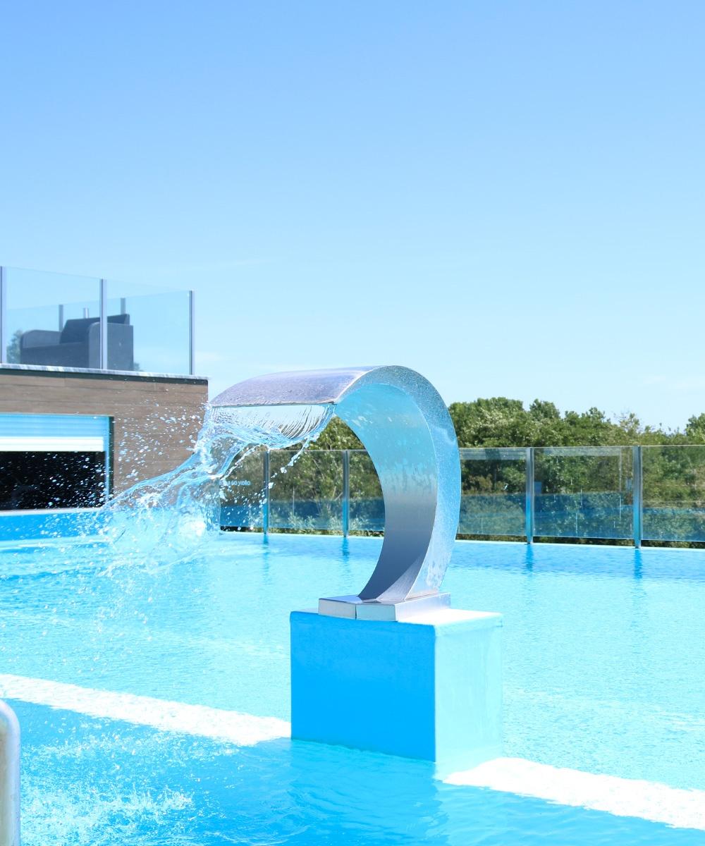 Fotografia da piscina exterior do Lisotel - Atto Creative Solutions