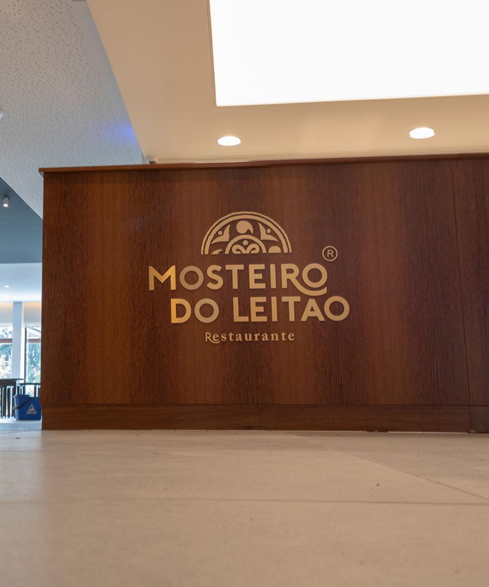 Sinalética no interior do restaurante Mosteiro do Leitão - Atto Creative Solutions